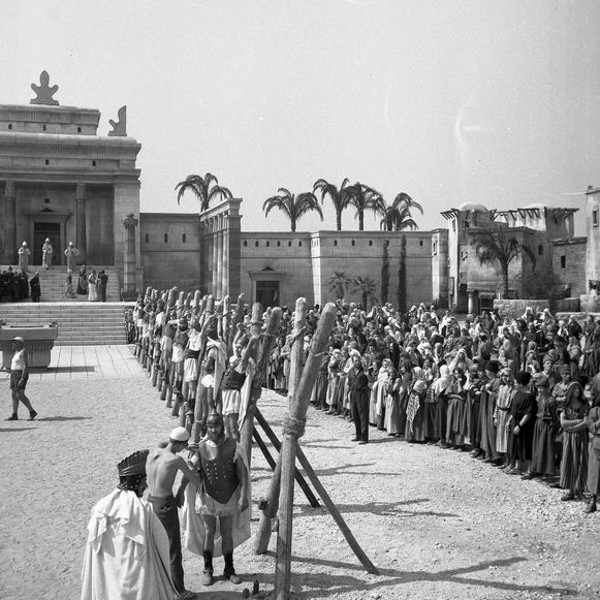 A scene from the filming of The Old Testament for an Italian film producer in the Sava district in Ljubljana in August 1962: the backdrops with the temples in Jerusalem were built by Filmservis based on sketches by architect Niko Matul.