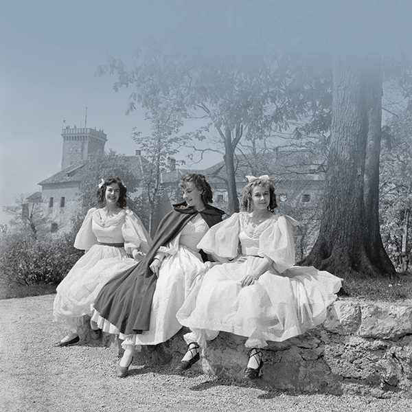 Beauty and the Beast, a play for children (by Nicolas Stuart Grey) at Ljubljana Castle in April 1960. Actors of the Slovenian Youth Theatre in Ljubljana performing: Kristina Piccoli (middle) as Beauty and Duša Počkajeva (right) and Helena Skebetova (left) as little sisters.<br />